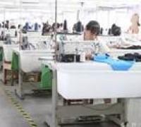 实拍服装厂的工人一天是怎么过的?他们没有诗和远方,只有服装!